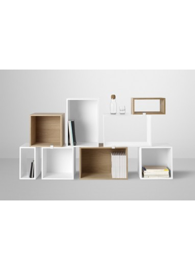 Estante Stacked medium white con fondo Muuto