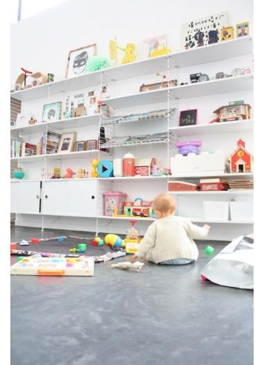 Estantería String 320x200 cm para una habitación infantil inigualable.