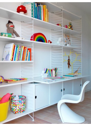Estantería String 240x200 cm para una habitación infantil inigualable.